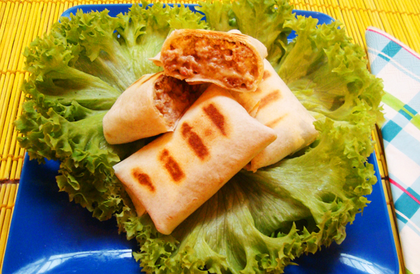 burritos de carne y queso amarillo