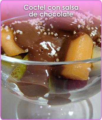 coctel con salsa de chocolate