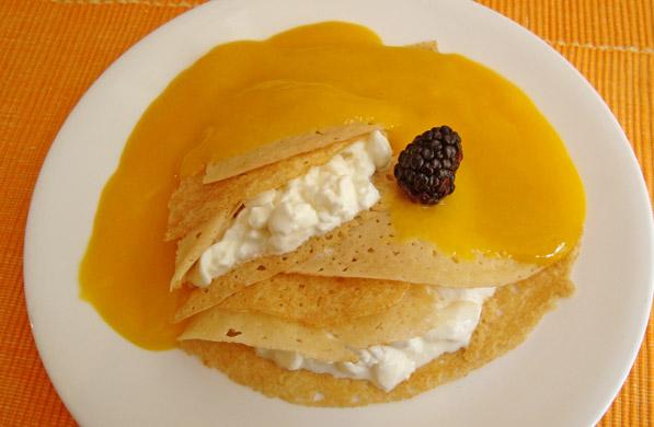 crepas de queso cottage con salsa de mango