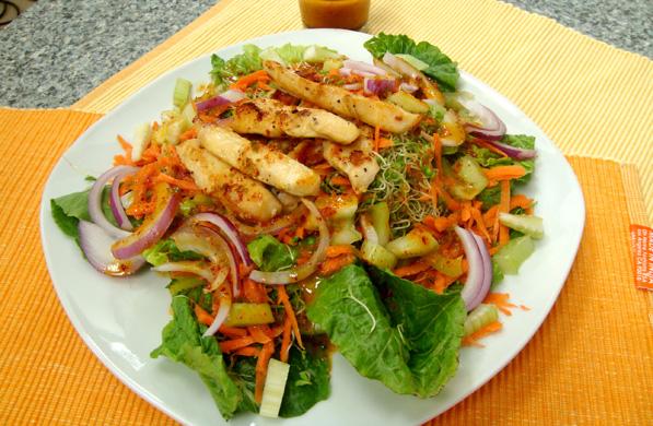 ensalada con pollo estilo oriental
