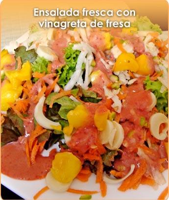 ENSALADA FRESCA CON VINAGRETA DE FRESA