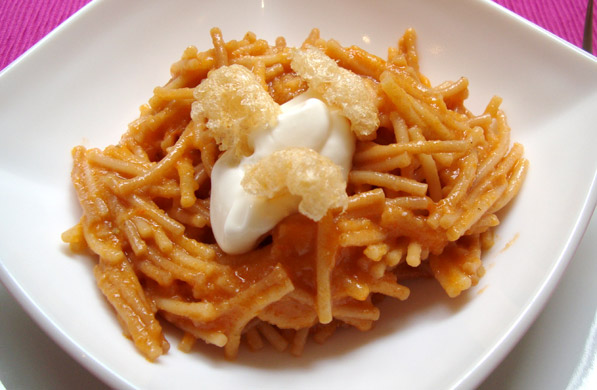 FIDEO SECO CON SALSA DE CHICHARRÓN