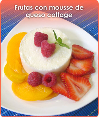 frutas con mousse de queso cottage