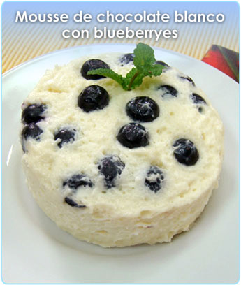 MOUSSE DE CHOCOLATE BLANCO CON BLUEBERRIES