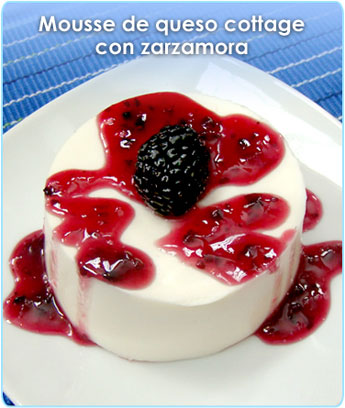 MOUSSE DE QUESO COTTAGE CON ZARZAMORA