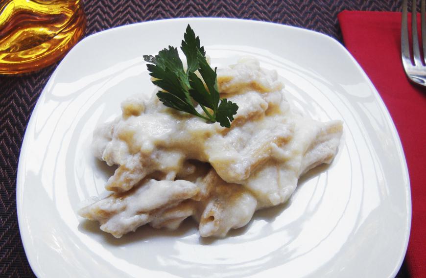 pasta integral con salsa de queso de cabra