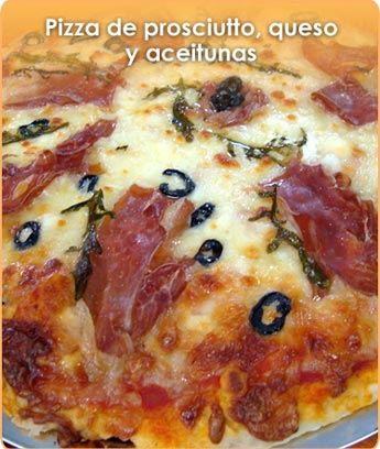 PIZZA DE PROSCIUTTO, QUESO Y ACEITUNAS