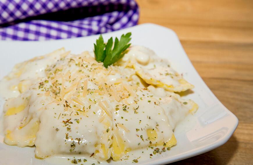 salsa de tres quesos para ravioles