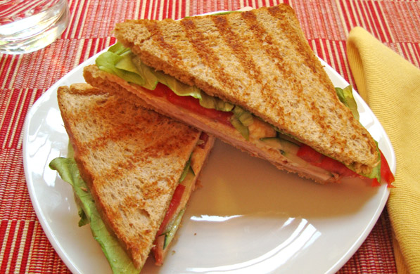 SANDWICH DE PAVO Y REQUESÓN