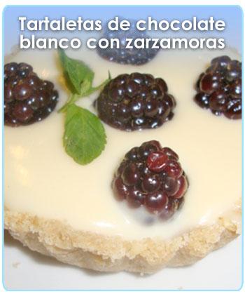 TARTALETAS DE CHOCOLATE BLANCO CON ZARZAMORAS