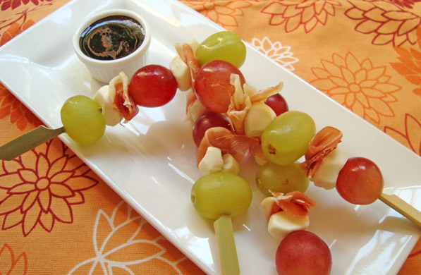 Resultado de imagen para Brochetas con uvas, queso y jamón